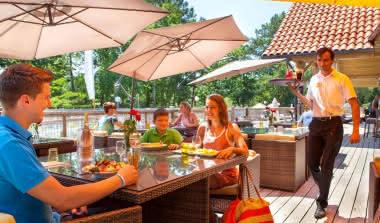 famille_restaurant_galleria_slide_village