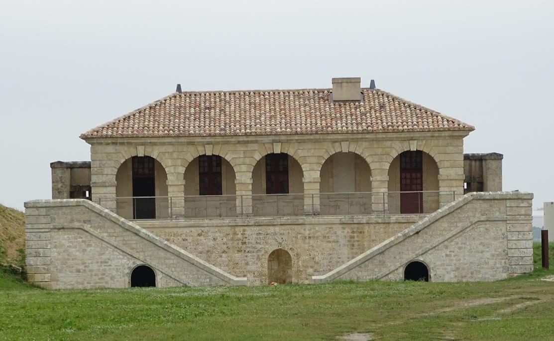 Photo-4---FORT-MEDOC--Corps-de-Garde-a-la-Mer--Mairie-de-Cussac-Fort-Medoc