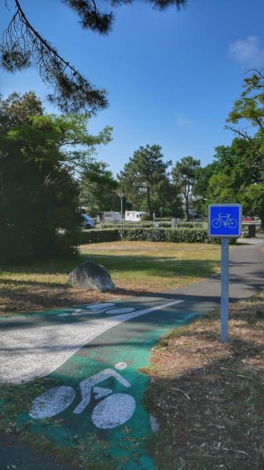 Aire de Camping Car le Huga - Lacanau